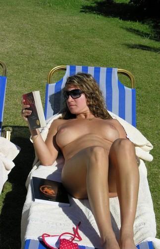 порно топлес под юбкой фото