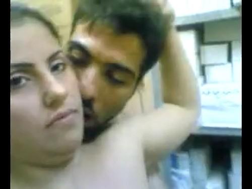 الدكتور بياخدها في مخزن المستشفي وينزل فيها نيك