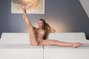 Alexia In Presenting Alexia - April 01, 2016b4veaq6mnb.jpg